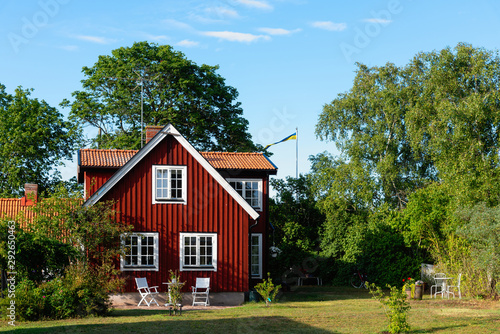 Foto Traditional red wooden house in Sweden on the island Oland, in the summer