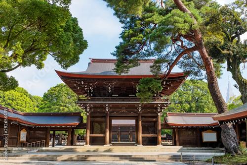 Obraz na plátně Scenic view at the Gateway in Meji Jingu or Meji Shrine area in Tokyo, Japan