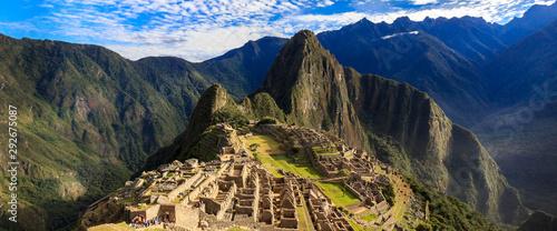 Photo Morning View of Machu Picchu (UNESCO World Heritage)