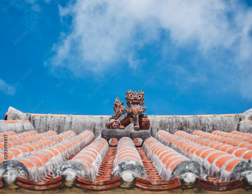 Okinawa Lion on Ryukyu architecture Roof Art Okinawa island Japan <span>plik: #293099617 | autor: VTT Studio</span>