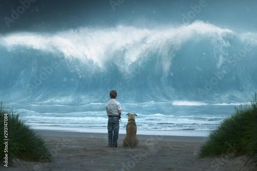Canvas Print Kleiner Junge mit Hund sieht Riesenwelle auf sich zukommen
