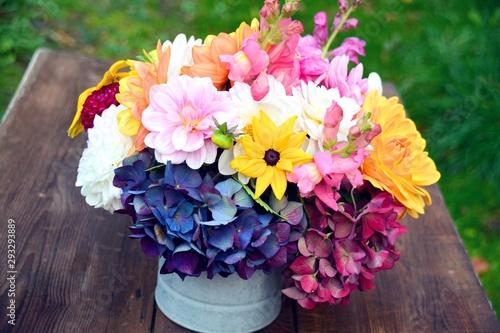 Grußkarte - bunter Blumenstrauß mit Dahlien und Hortensien Fotobehang