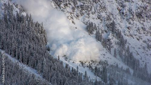 Foto Snow avalanche in the austrian alps.