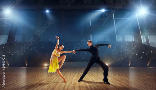 Obraz na płótnie Couple dancers  perform latin dance on large professional stage