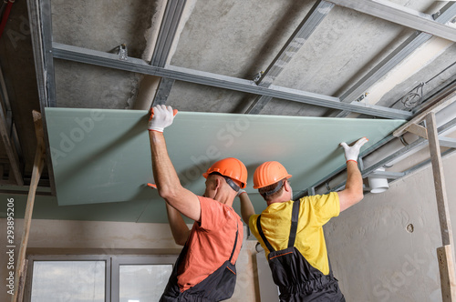 Foto Installation of ceiling drywall.