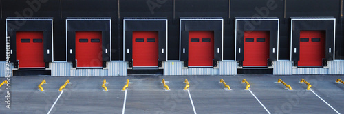 Empty loading dock of a large warehouse. Fototapet