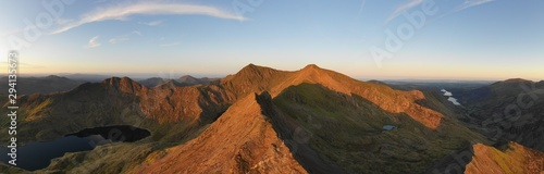 Photo Snowdonia panoramic mountain landscape view with Crib Goch and Mount Snowdon