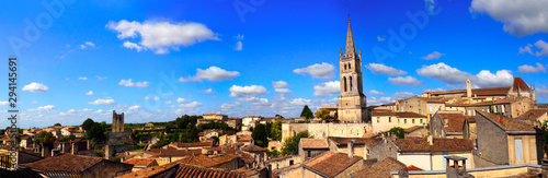 Canvas Print panoramic view of the medieval city of Saint Emilion, in the Gironde department,