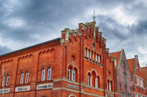 Fassade einer ehemaligen Fabrik in Emden Fototapet