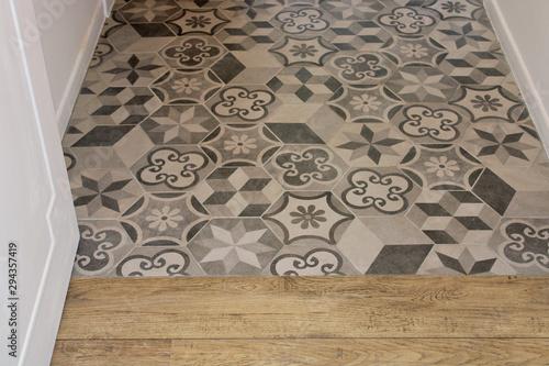 Fotomural Carreaux ciment gris dans salle de bain, décoration intérieure maison