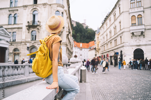 Foto Young girl with backpack in  Ljubljana Old Town. Travel Slovenia