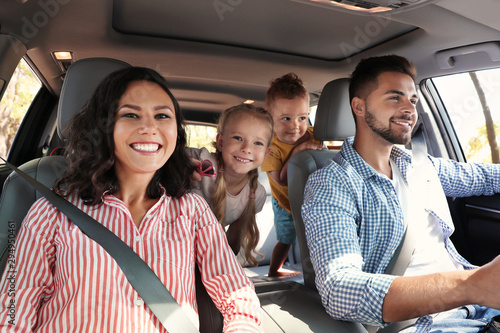 Canvas Print Happy family in car on road trip