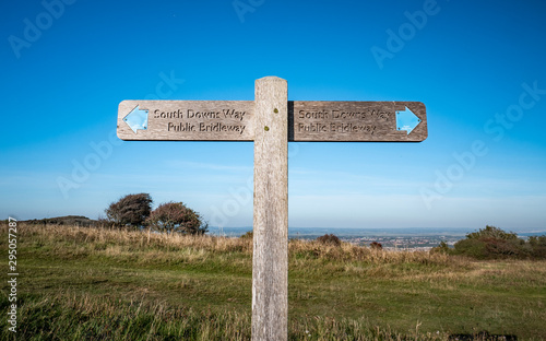 Photo South Downs Way footpath sign