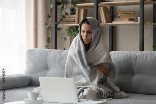 Canvas Print Sick woman feel cold at home covered with blanket
