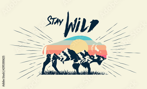 Fotografía Double exposure effect buffalo bison silhouette with mountains landscape and stay wild caption