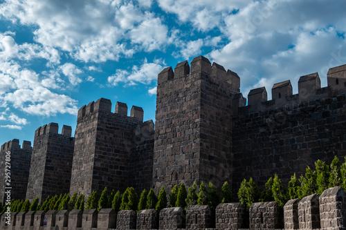 Carta da parati Great castle walls, Kayseri fortress castle, Kayseri is a small city of Turkey