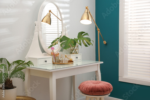 Fotografia Dressing table with mirror in stylish room interior