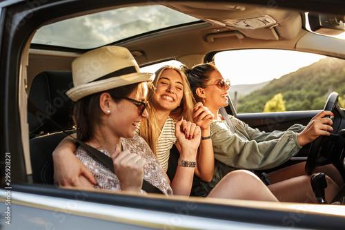 Billede på lærred Group of best female friends travel together