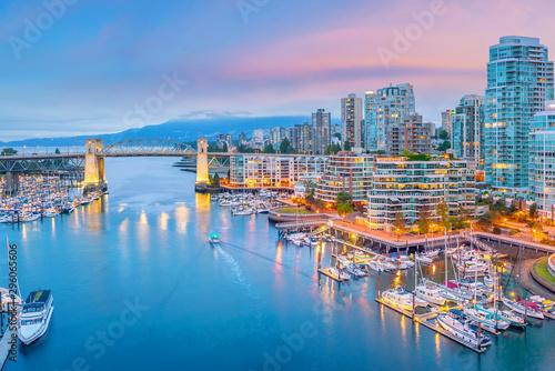 Fototapeta premium Piękny widok na panoramę centrum Vancouver, Kolumbia Brytyjska, Kanada