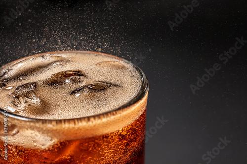 Fényképezés Fizz sparkling Cola water Refreshing bubbly Soda Pop with Ice Cubes