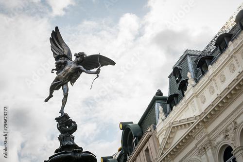 фотография Shaftesbury Memorial Fountain in Piccadilly Circus, London
