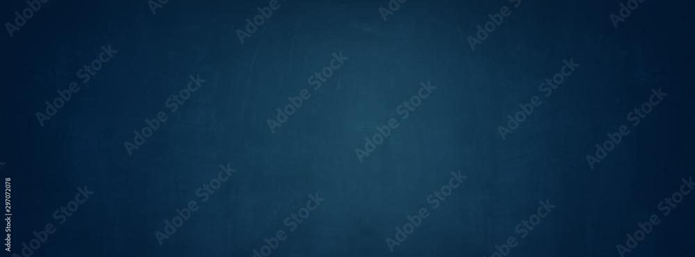 niebieskim tle cementu, poziome puste ściany betonowe <span>plik: #297072078   autor: khwanchai</span>
