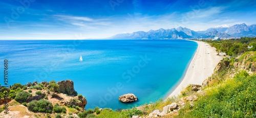 Canvas-taulu Panoramic aerial view of beautiful blue gulf and long Konyaalti beach in Antalya, Turkey