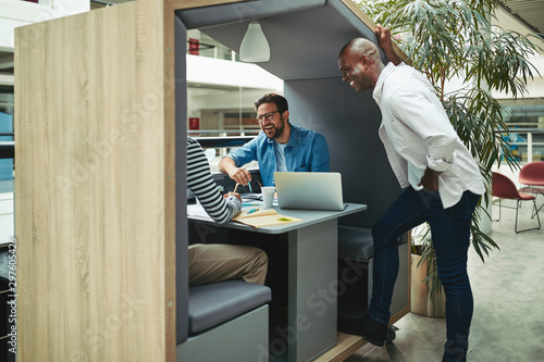 Carta da parati Diverse businessmen laughing together in an office meeting pod