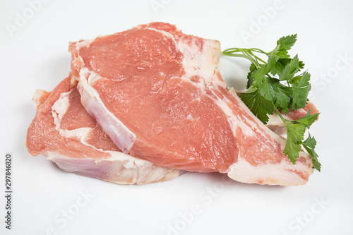 Fotografia raw veal chopped on a white background