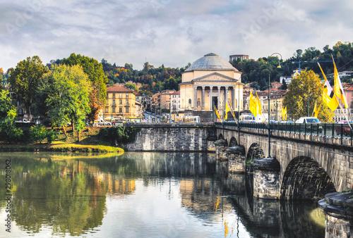Carta da parati Ancient Bridge in Turin and the River Po
