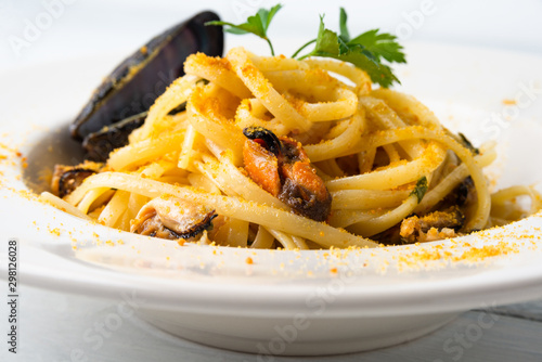 Canvastavla Linguine con cozze e bottarga, Cucina Italiana