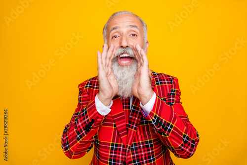 Tableau sur Toile Photo of cool modern look grandpa with white beard yelling announcement loudly h