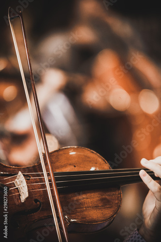 Foto Close-up of part of the symphony masterpiece - Section for strings, violins and