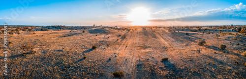 Fotografia Sunrise over Australian desert - wide aerial panoramic landscape