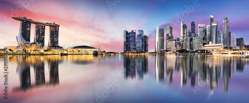 Canvas Print Singapore skyline at sunrise - panorama with reflection