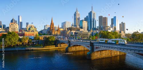 Fototapeta premium Panoramiczny widok na piękną panoramę miasta Melbourne