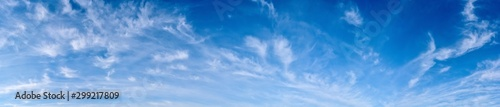 Photo Panorama of a blue sky with white clouds as a backround
