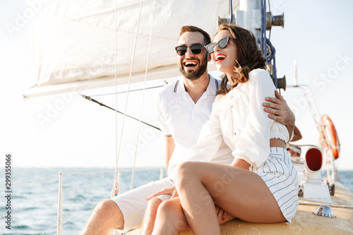 Carta da parati Optimistic cheery young loving couple outdoors