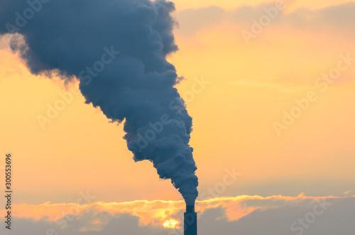 Foto Smoke belching from an industrial smokestack