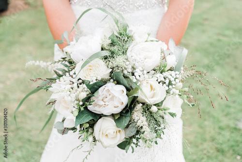 Carta da parati White and Green Bridal Bouquet