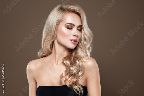 Murais de parede Woman with blonde hair Portrait with closed eyes and Healthy Long Shiny Wavy hair style