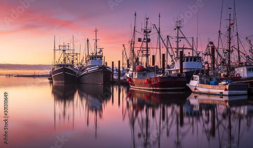 Fotografia Fishing boats in Steveston Harbour at dusk, Richmond, British Columbia