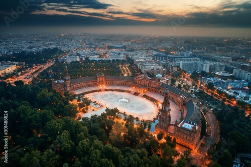 Fototapeta premium Widok z lotu ptaka Sewilli Plaza de Espana