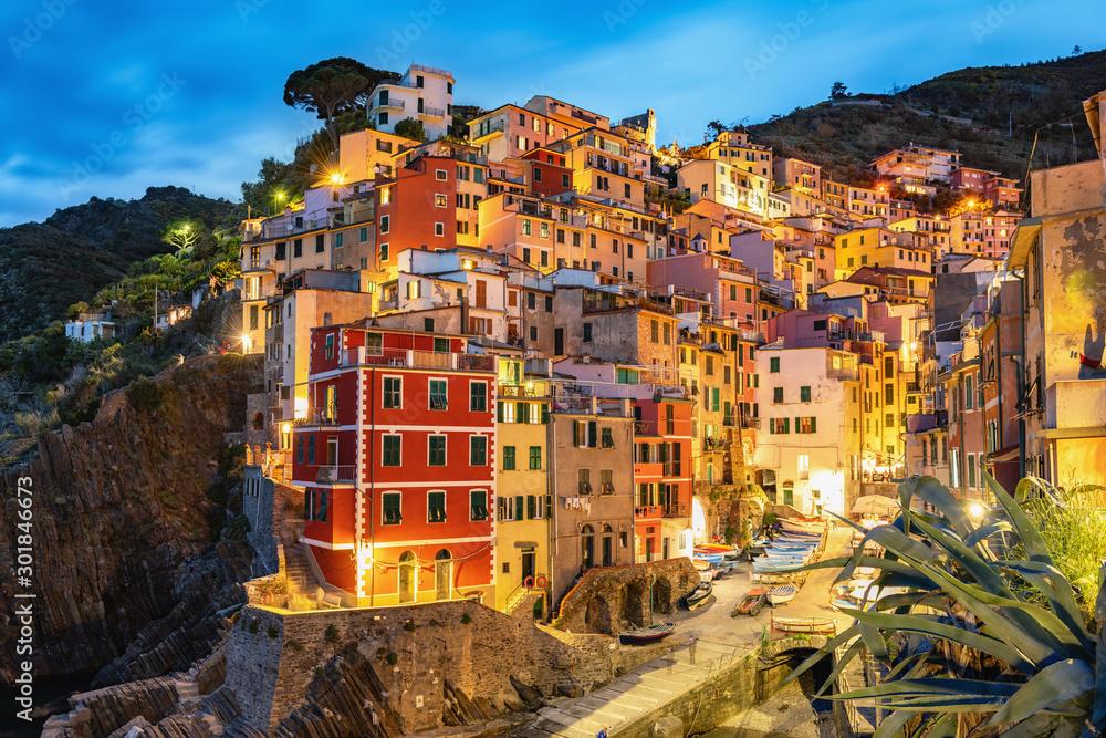 Rio Maggiore nocą, Cinque Terre, Liguria, La Spezia, Włochy