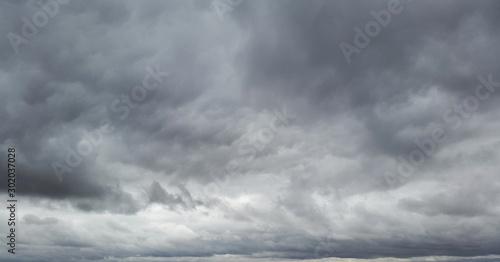 gllomy sky with dark gray clouds