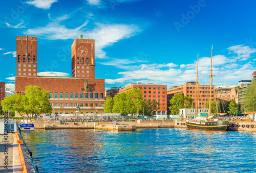 Photo Cityscape of Oslo with the City Hall and the harbour, Norway
