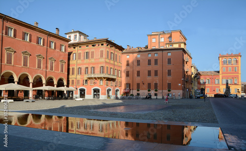 Платно Italy /Modena – June 23, 2019: Piazza Roma and the Military Academy in Modena in Emilia-Romagna