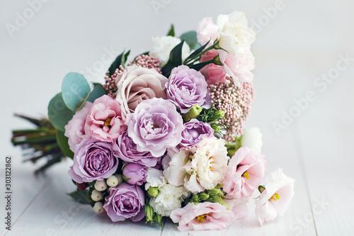 Fotografia, Obraz beautiful delicate flower bouquet with roses, ranunculuses, eustomas and carnati