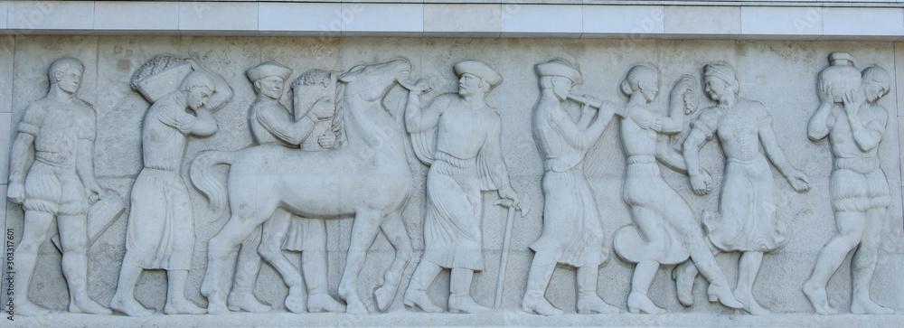 basrelief of people and horse <span>plik: #303317601   autor: Elena</span>