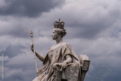 Obraz na plátně Sculpture of Queen Victoria